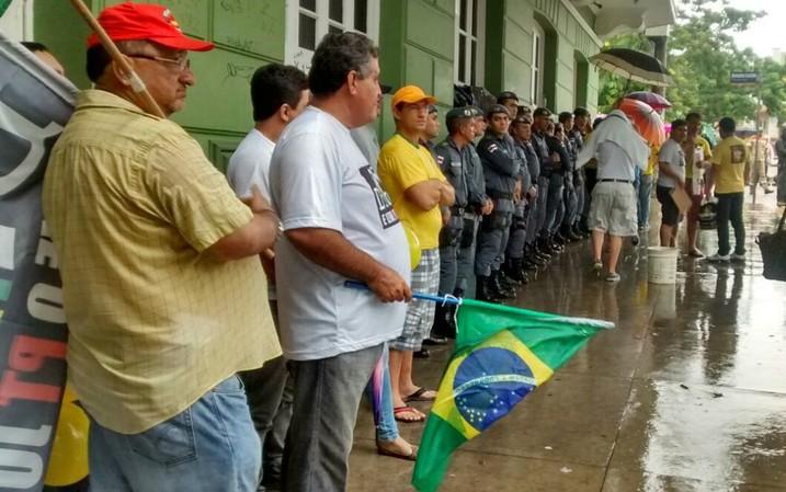 cerca de 340 PMs vão acompanhar o deslocamento dos manifestantes durante o protesto em Manaus