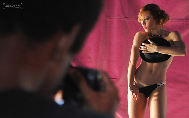 Making of - Ex-BBB Aline Dahlen posa para o Paparazzo (Foto: Claudia Dantas / Cia da Foto)