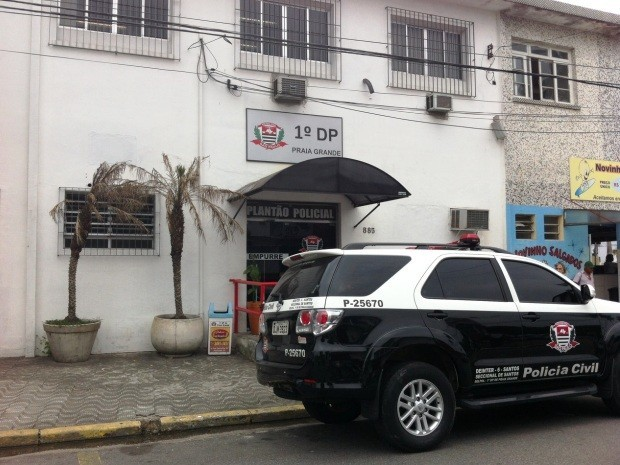 Caso está sendo registrado no 1º DP de Praia Grande (Foto: Renan Fiuza )
