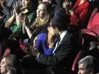 Ricardo Pereira troca beijos com a mulher em show no Rio