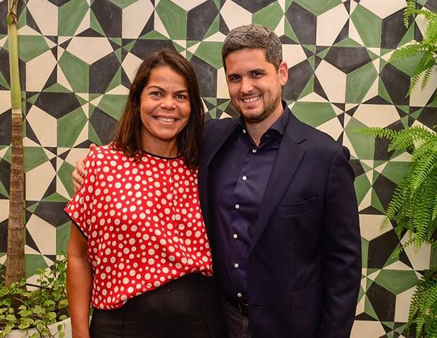 Daniela Falcão, diretora-geral das Edições Globo Condé Nast e Rony Meisler, CEO do Grupo Reserva (Foto: Fábio Cordeiro/ Ed. Globo)