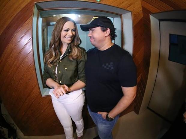 Solange Almeida e Xand, do Aviões do Forró, em ensaio para gravação de DVD (Foto: Divulgação)