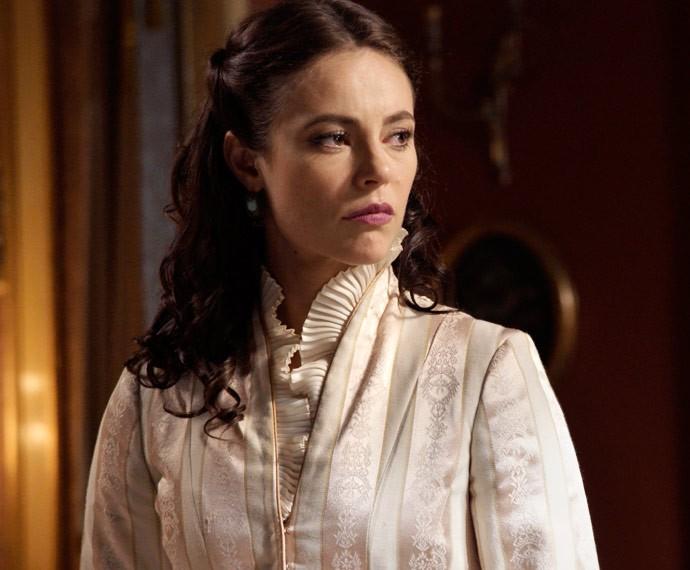 Melissa diz a Vitória que Lívia é filha de Emília (Foto: TV Globo)