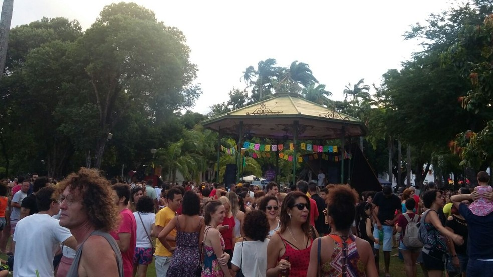 Durante a tarde, grupo acompanhou shows de artistas pernambucanos (Foto: Marina Meireles/G1)