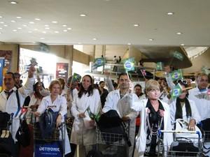 Médicos do programa Mais Médicos chegam ao Brasil (Foto: Luiza Andrade / G1)