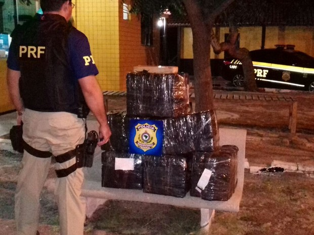 Droga foi encontrada na BR-402, no litoral do Piauí (Foto: Divulgação/PRF)