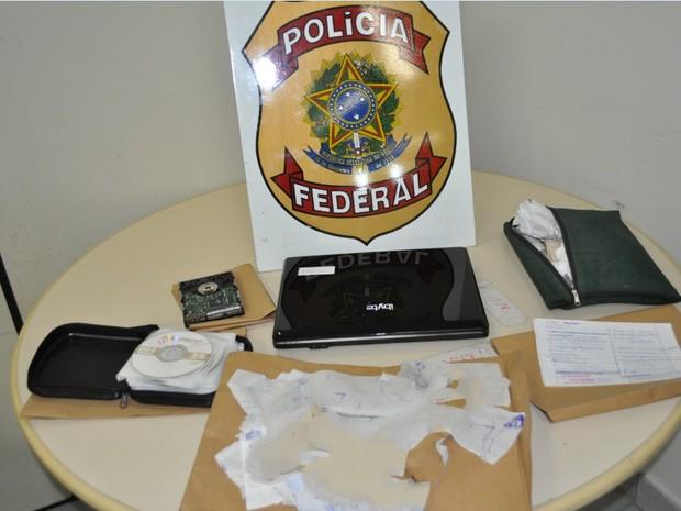 Material encontrado na casa de professor (Foto: Divulgação/ Polícia Federal)