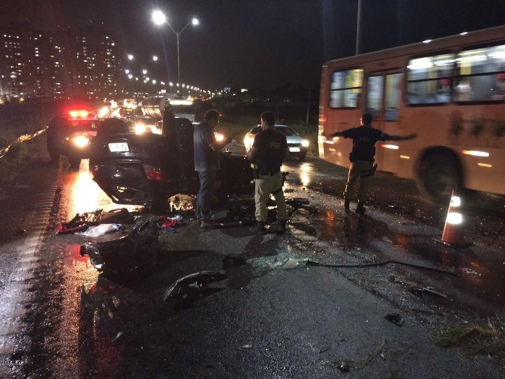 Acidente aconteceu na noite desta terça-feira (20) na BR-101, em Natal (Foto: Divulgação/PRF)