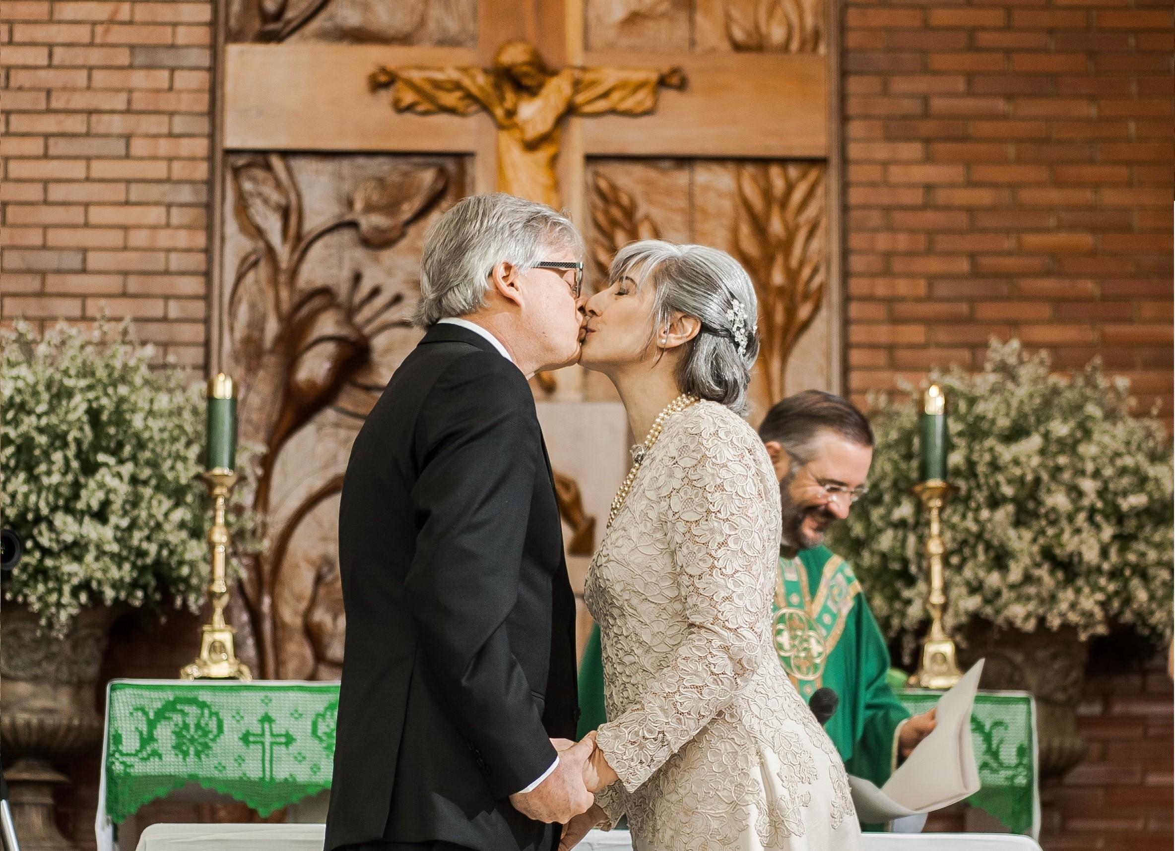 Em Bodas De Prata Marido Compõe Músicas Para A Celebração Da Missa