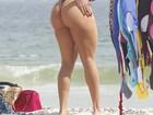 Musa da Vila, Andréa de Andrade curte praia de biquininho