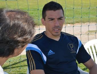 Lúcio Palmeiras entrevista revista do Japão (Foto: Silas Pereira)
