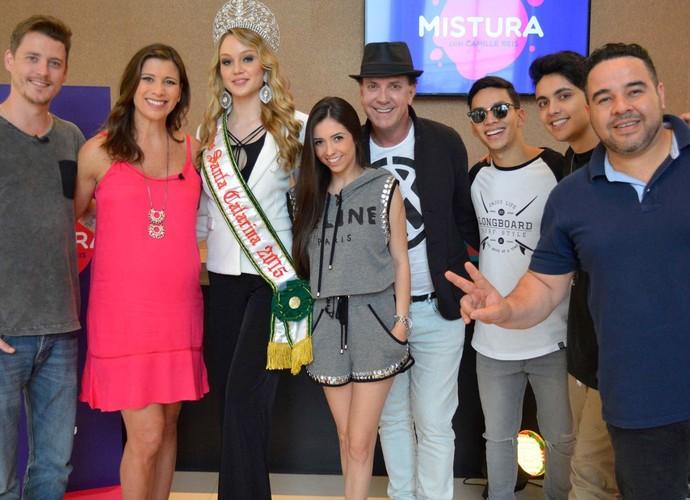 Equipe que participou do Mistura posou com Miss SC (Foto: Sandro Machado/Divulgação)