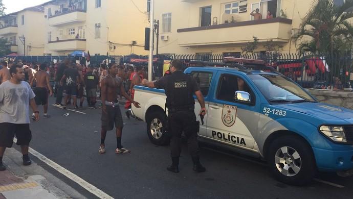 Polícia Militar no entorno do Engenhão Botafogo x Flamengo (Foto: Raphael Zarko)