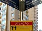 Contra assaltos, alunos instalam placas com alertas em Porto Alegre