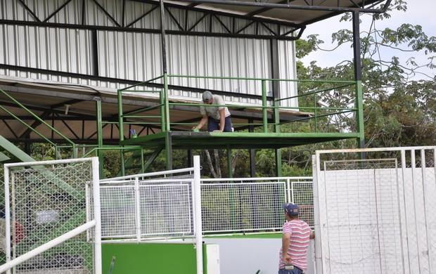 Estádio Passo das Emas arquibancadas móveis (Foto: Robson Boamorte/GLOBOESPORTE.COM)