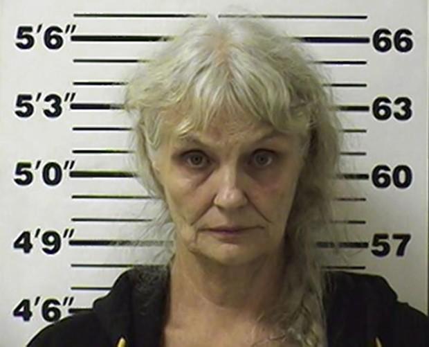 Candance Kelly está sendo acusada de tráfico de drogas por confessar ter vendido centenas de quilos de maconha no trailer em que vive (Foto: Reprodução / Buffalo Township Police Department)