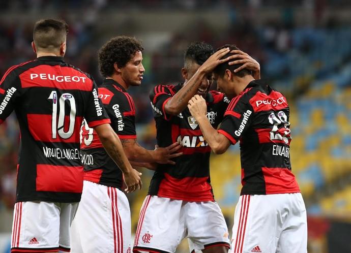 Eduardo da Silva comemora gol do Flamengo contra o Sport (Foto: André Durão)