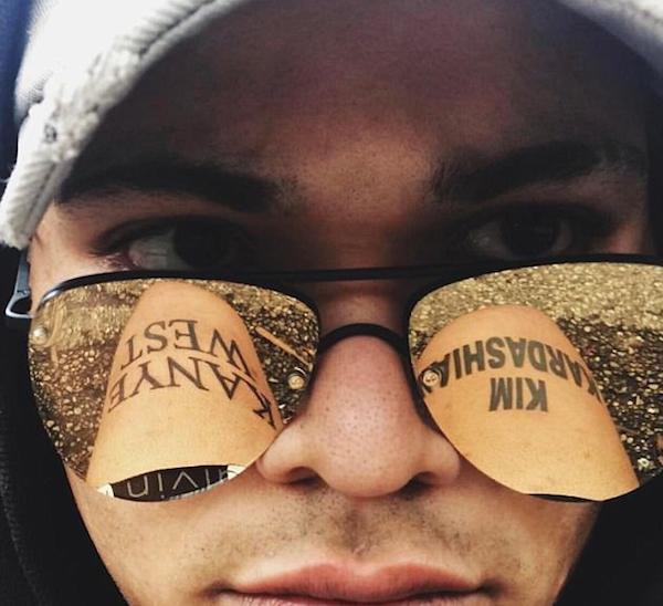 O fã com as tatuagens com os nomes de Kim Kardashian e Kanye West (Foto: Instagram)