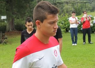 Otávio meia Inter (Foto: Tomás Hammes / GLOBOESPORTE.COM)