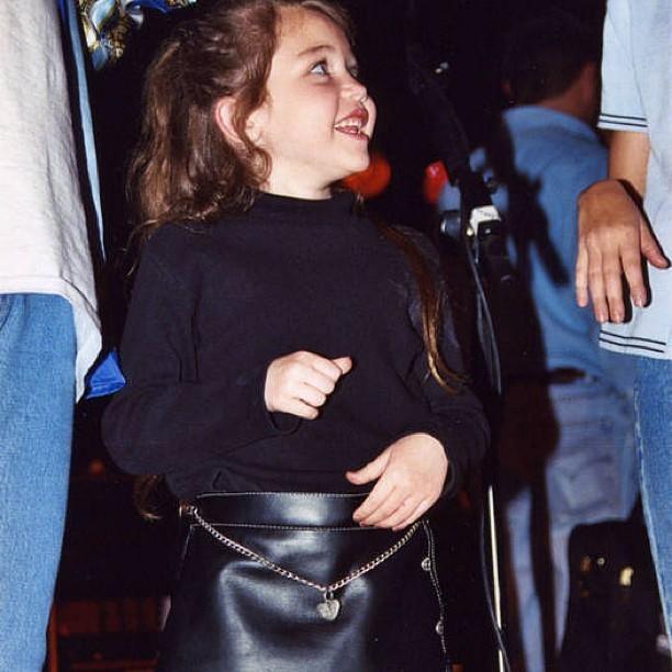 Miley Cyrus quando era criança (Foto: Instagram/ Reprodução)
