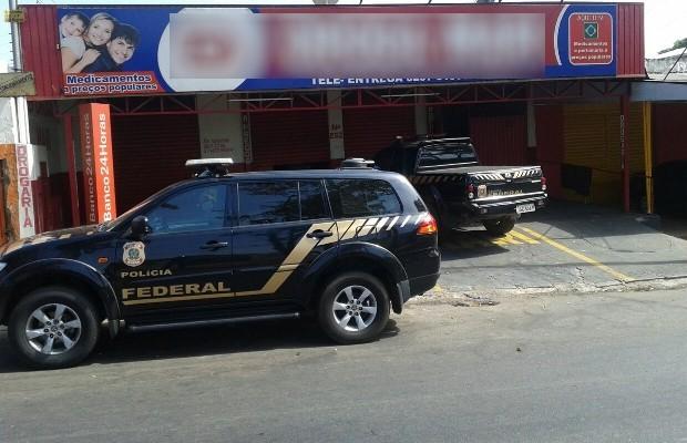 Polícia Federal encontrou laboratório de drogas dentro de farmácia de Goiânia, Goiás (Foto: Edmar Silva/TV Anhanguera)