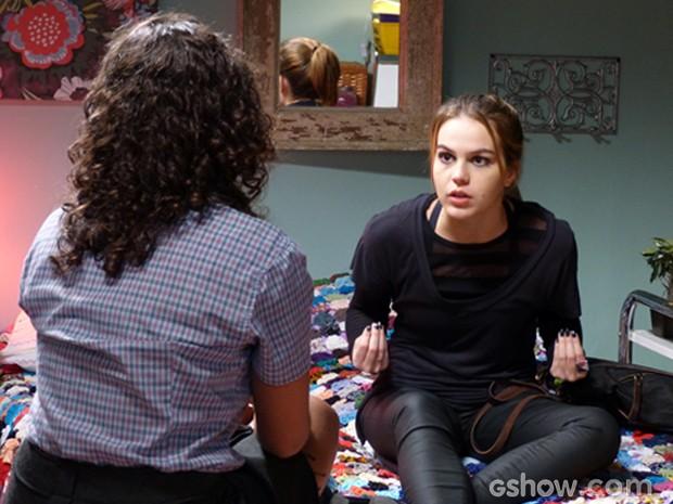 Anita descobre toda a verdade e conta para a melhor amiga Júlia (Foto: Malhação/ TV Globo)