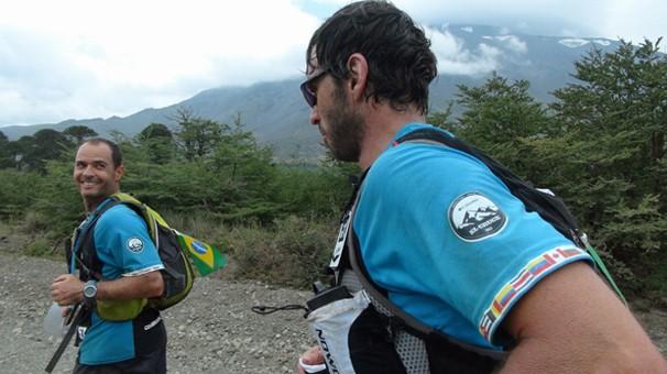 Clayton Conservani e Roman Romancini na corrida pela Cordilheira dos Andes (Foto: Globo)