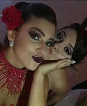 Vivian com a amiga Rayssa (Foto: Reprodução/Instagram)