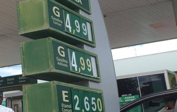 Posto de combustíveis em Teixeira de Freitas tem gasolina a R$ 4,99 (Foto: Viviane Moreira / Site O Povo News)