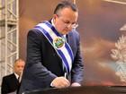 Governador de MT assume e anuncia demissão de até 2 mil comissionados