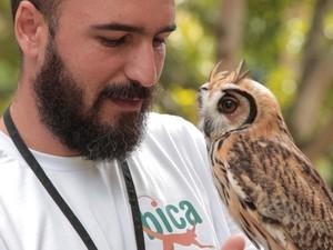Roberto explica que a Bica tenta descontruir mitos como o de mau agouro da coruja (Foto: Braycon de Paula/TV Cabo Branco)