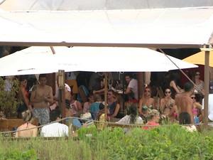Bares de Jurerê Internacional lucraram com o movimento (Foto: Reprodução/RBS TV)