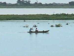 Pescadores aproveitam o último dia da temporada de pesca no rio Paraguai, em Mato Grosso do Sul (Foto: Reprodução/TV Morena)