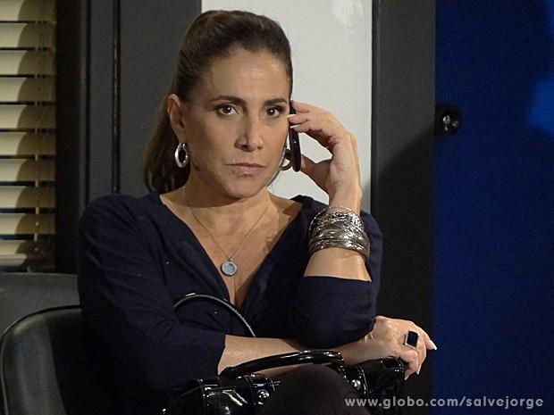 Wanda leva fora de Rosângela e não sabe o que fazer agora para se livrar do xadrez (Foto: Salve Jorge/TV Globo)
