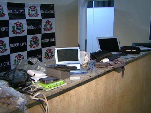Criminosos roubaram produtos eletrônicos em residência de Sumaré  (Foto: Vanderlei Duarte/EPTV)