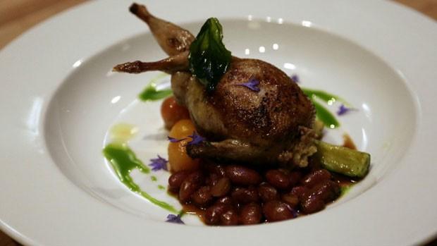 Para dono de restaurante, clientes que registram imagens de suas criações estão 'roubando' sua propriedade intelectual (Foto: BBC)