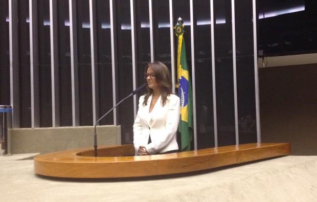 Deputada Rosy de Sousa (PV-RN) discursa em plenário após tomar posse na Câmara (Foto: Fernanda Calgaro/G1)