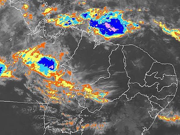 Satélite mostra formação de nuvens carregadas no Oceano Atlântico (Foto: Reprodução/CPTEC/Inpe)