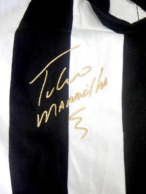 Túlio Maravilha ex-jogador do Botafogo - Visão da frente da camisa retrô do Túlio (Foto: Rafael Honório / Globoesporte.com)