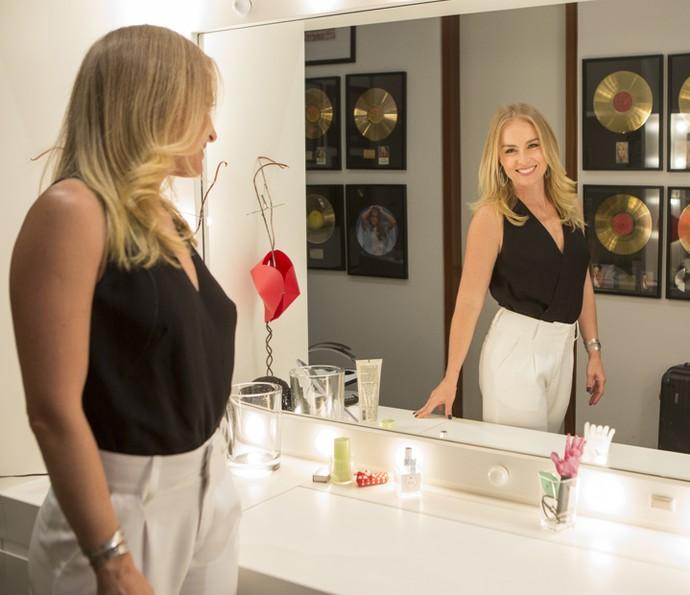 Angélica posa para foto no espelho do seu camarim (Foto: Felipe Monteiro / Gshow)