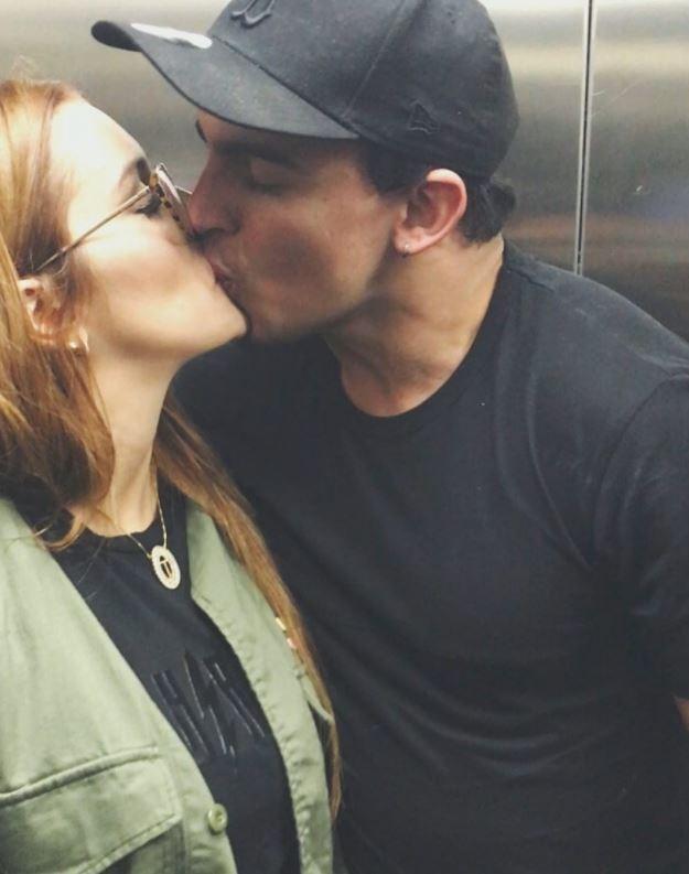 Ex-BBB Tamires faz declaração e beija namorado (Foto: Reprodução Instagram)