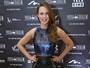 Mariana Ximenes usa minissaia de couro em pré-estreia no Rio