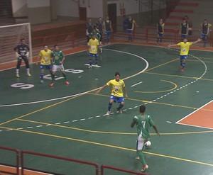 AABB e Amazônia se enfrentam no ginásio do Sesi, pelo Estadual de Futsal (Foto: Reprodução/TV Acre)