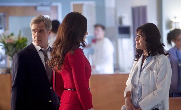 Victória descobre que Lydia saiu do coma (Foto: Divulgação / Disney)