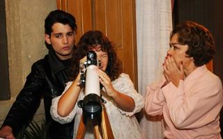 Lia (Nivea Maria), Tony (Daniel Ávila) e Carola (Fernanda Souza) em O Profeta (Foto: TV Globo / Rafael França)