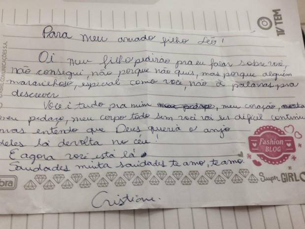 Emocionada, mãe de vítima escreve carta (Foto: Ana Carolina Levorato / G1)