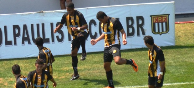 Ângelo comemora gol do Joseense marcado contra Barueri (Foto: Daniel Mello / CAJ)