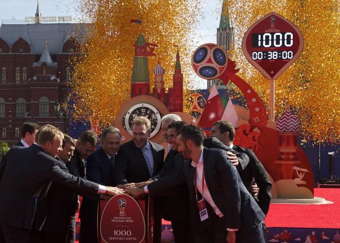 Russos fazem festa a mil dias da Copa do Mundo de 2018 (Foto: AP Photo/Pavel Golovkin)