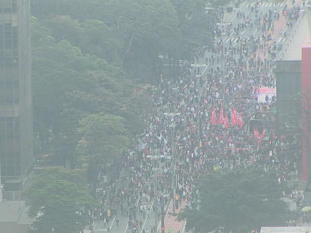 Manifestantes contrários ao governo Temer em protesto na Avenida Paulista (Foto: Reprodução/TV Globo)