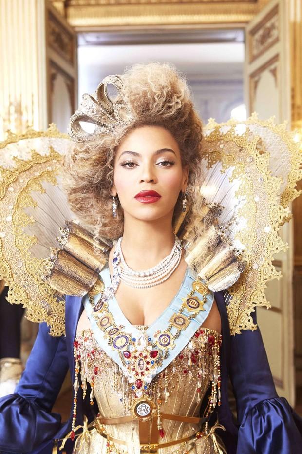 """Moda - Beyoncé em fotos de divulgação da nova turnê """"The Mrs. Carter Show World Tour"""" (Foto: Beyoncé/Divulgação)"""